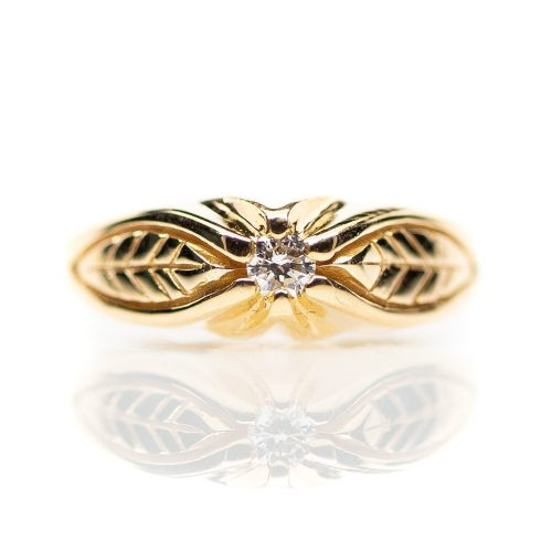 , Vintage yellow gold engagement ring with leaf design