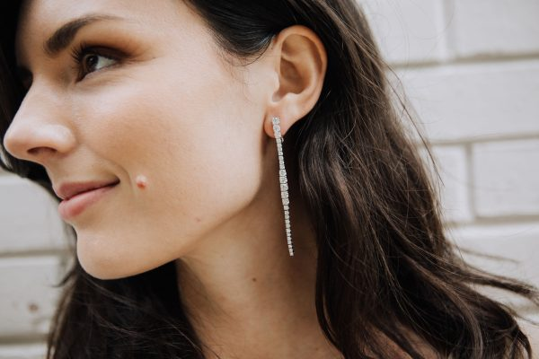 , Diamond Dangle Earrings in 18kt White Gold