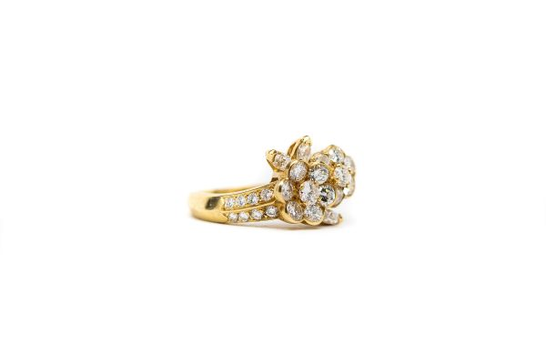 , Van Cleef Flower Cluster Ring 18 KT Yellow Gold