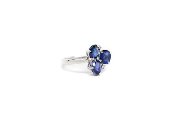 , Sapphire 3 Stone Ring